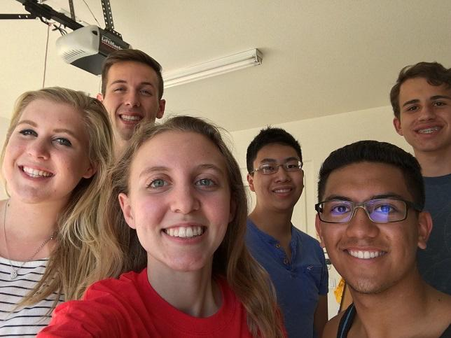 From+left+to+right%2C+Olivia+Vlasity%2C+Colin+Bushnell%2C+Erin+Shoffer%2C+Erin+Trinh%2C+Jackson+Holly+and+JAvier+Barrantes%2C+seniors%2C+take+a+club+selfie.