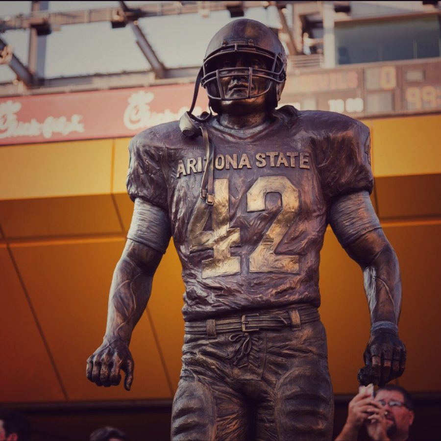 Jeff+Davenport%27s+scultpture+of+the+heroic+former+player+Pat+Tillman+stands+in+Sun+Devil+Stadium+watching+over+the+players.