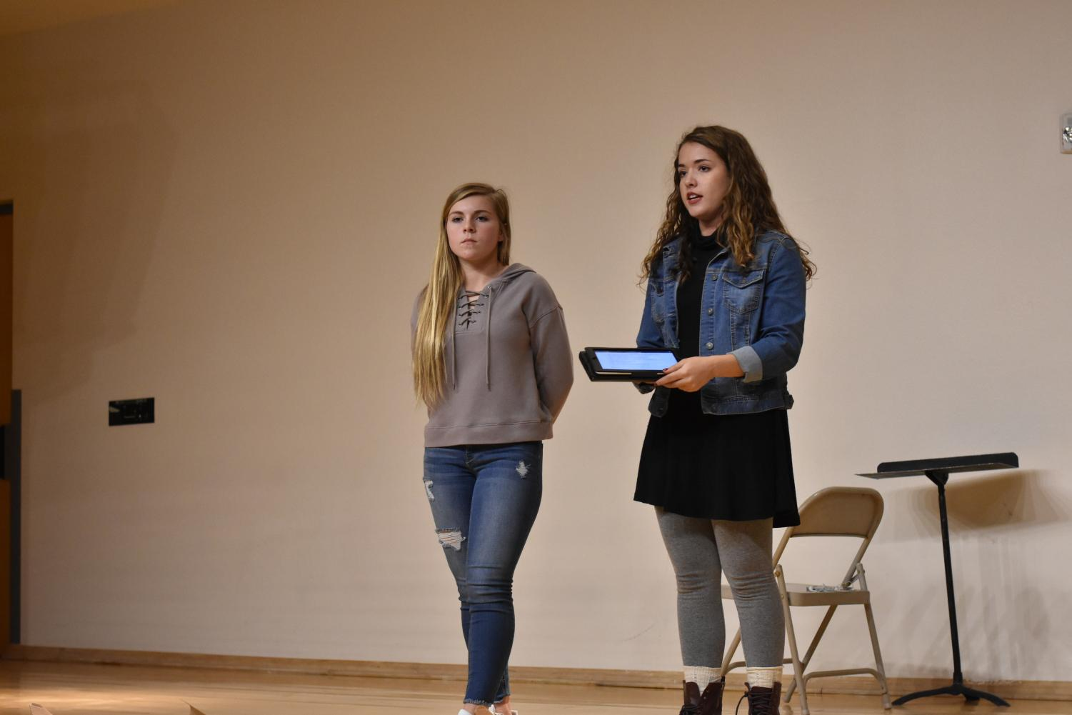 Mentors Hanna Flores, junior, and Isabella Shawe, junior, talk to the other freshmen mentors about how to help freshmen.